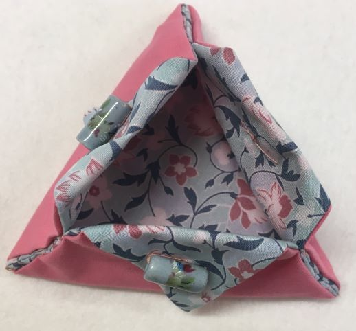 Triangular Thread Catcher pink grey
